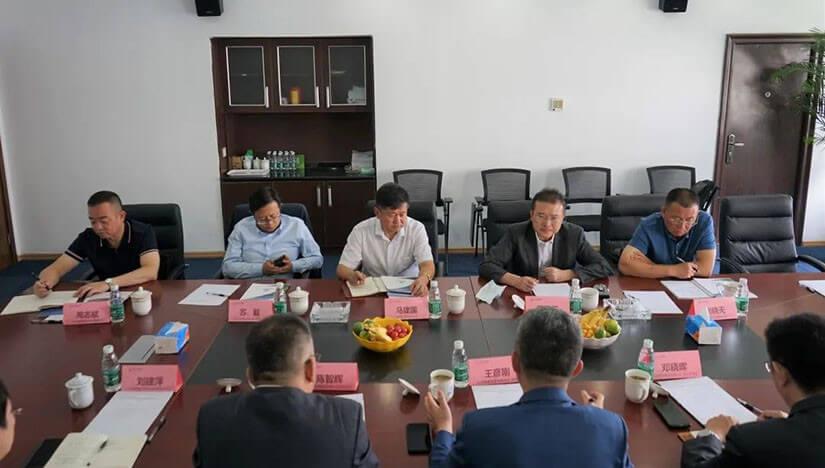 银川市政府陈康仁副市长一行莅临远瓴数据集团调研考察